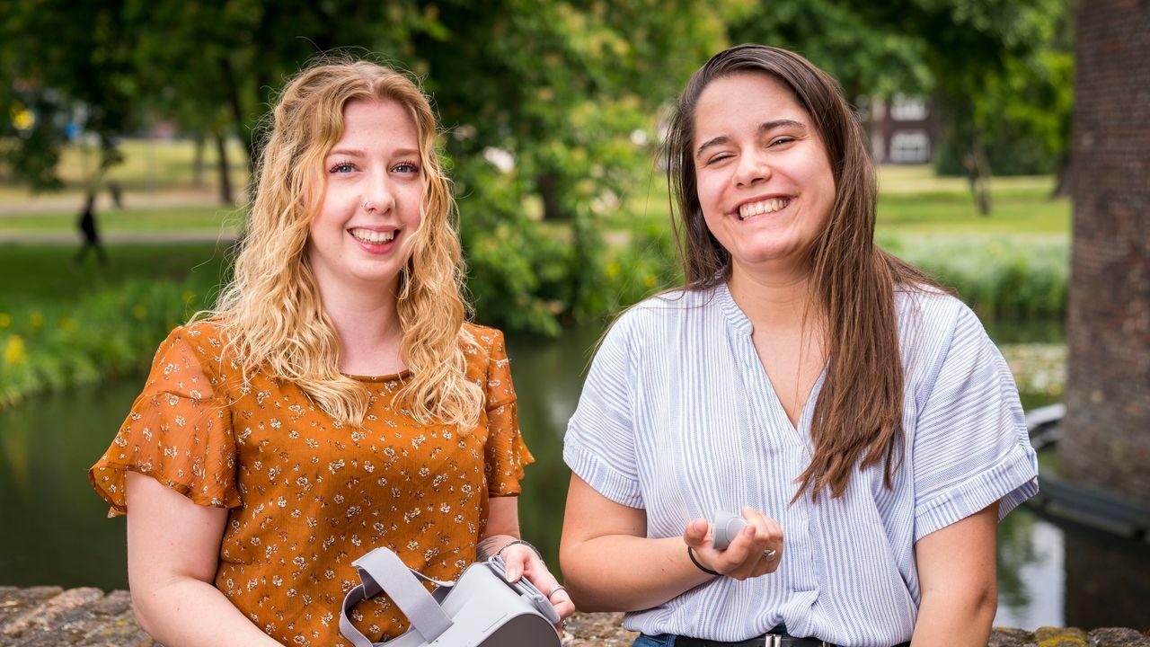 Een portretfoto van Joëlle & Desteny (20)