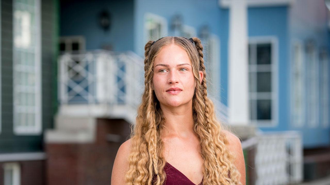 Een portretfoto van Mandy (22)