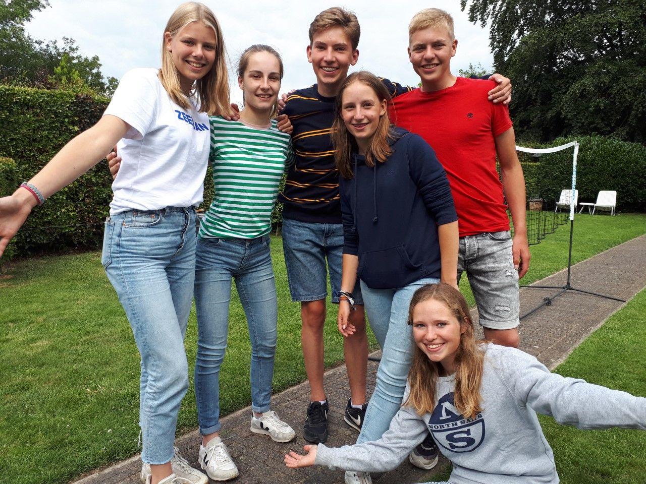 De 6 jongeren die meedoen aan Jeugd aan Zet 2020 in Westervoort.